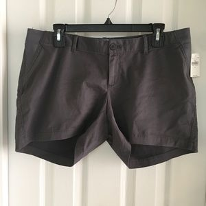 NWT Gap maternity shorts